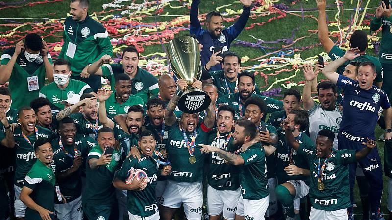 Los aficionados del Palmeiras celebran el Campeonato Paulista sin mascarillas
