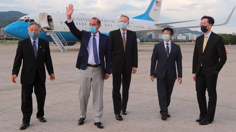 El secretario de Salud de EE.UU. visita Taiwán pese al descontento de China