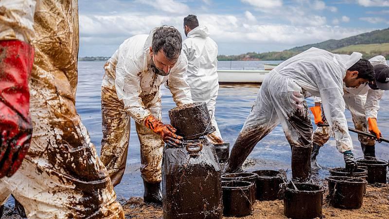 Las corrientes y los vientos están extendiendo el derrame de crudo en las costas de Mauricio
