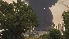 Un rayo provoca un incendio en un depósito de gasoil de Repsol en Puertollano