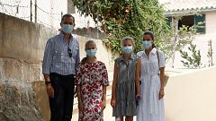 Los Reyes y sus hijas visitan uno de los barrios más desfavorecidos de Palma