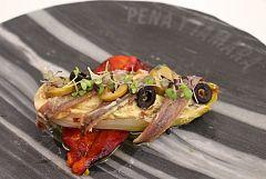 Endivias a la plancha con pimiento rojo asado y anchoas
