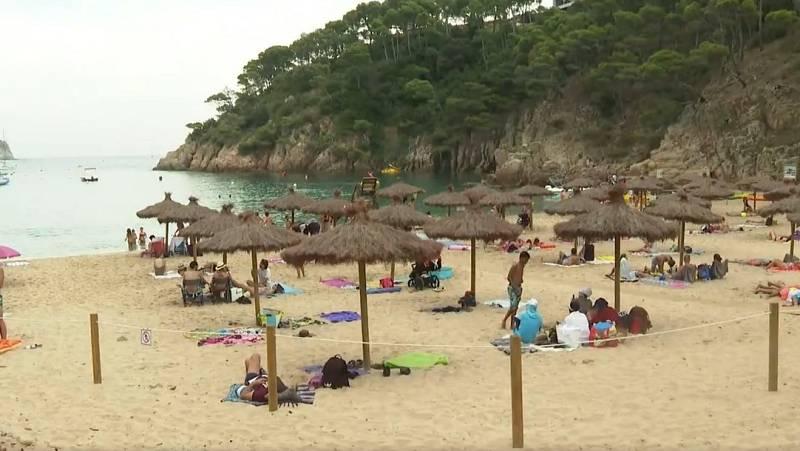 Largas colas y madrugones para acceder a las calas en la Costa Brava