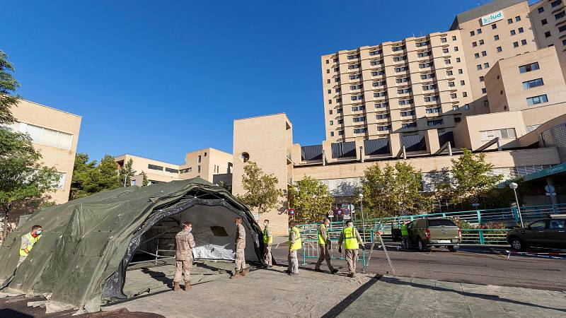 El Ejército del Aire instala una carpa para reforzar las urgencias en el Clínico de Zaragoza