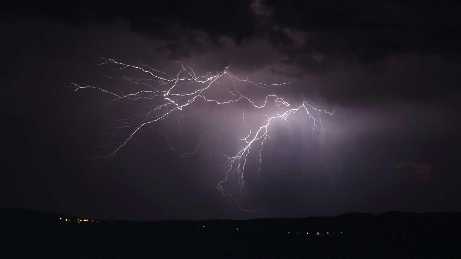 Tormentas localmente fuertes en Pirineos y noreste de Cataluña - Ver ahora