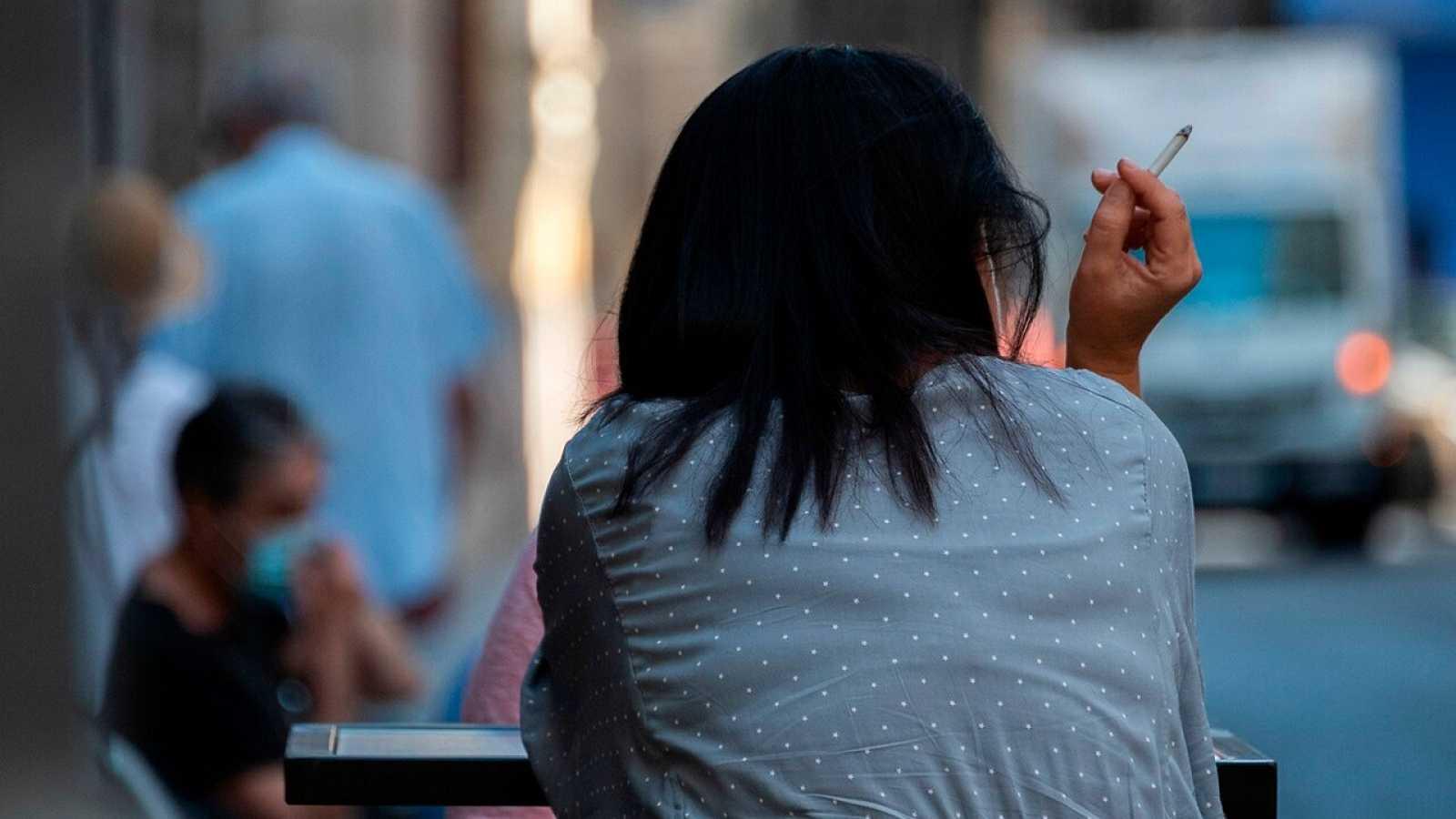 """Simón explica que la prohibición de fumar está relacionada """"con el uso adecuado de mascarillas y la reducción de riesgos"""""""
