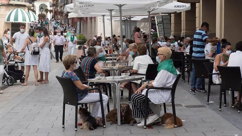 Sanidad decreta el cierre de discotecas y la prohibición de fumar en espacios públicos sin distancia