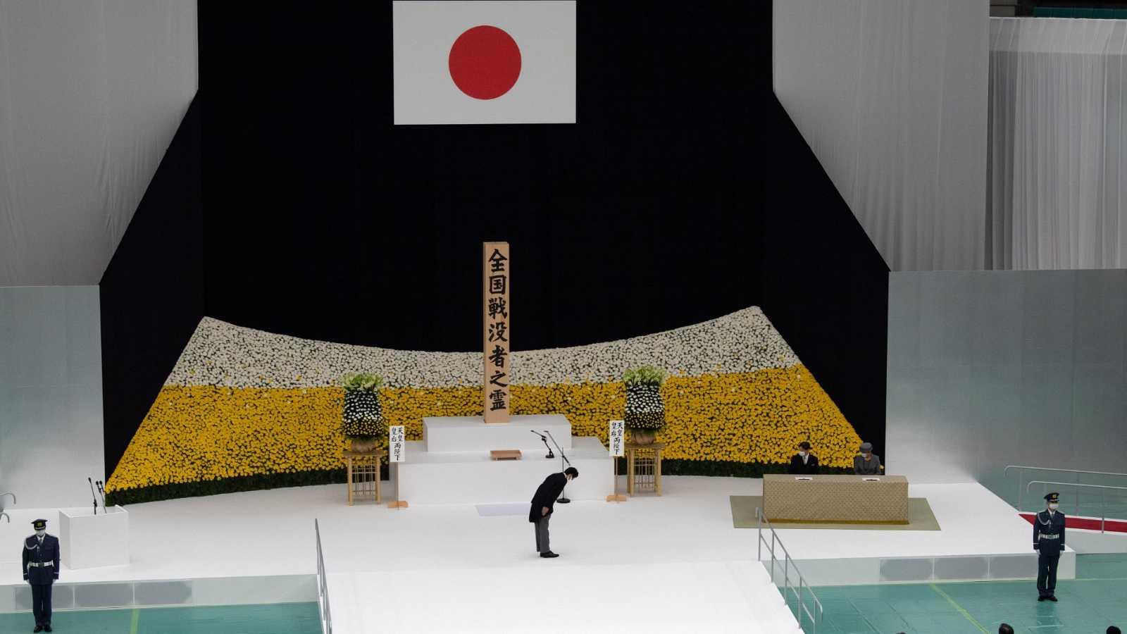 El emperador Naruhito preside el homenaje a las víctimas de la II Guerra Mundial cuando se cumplen 75 años de la rendición de Japón