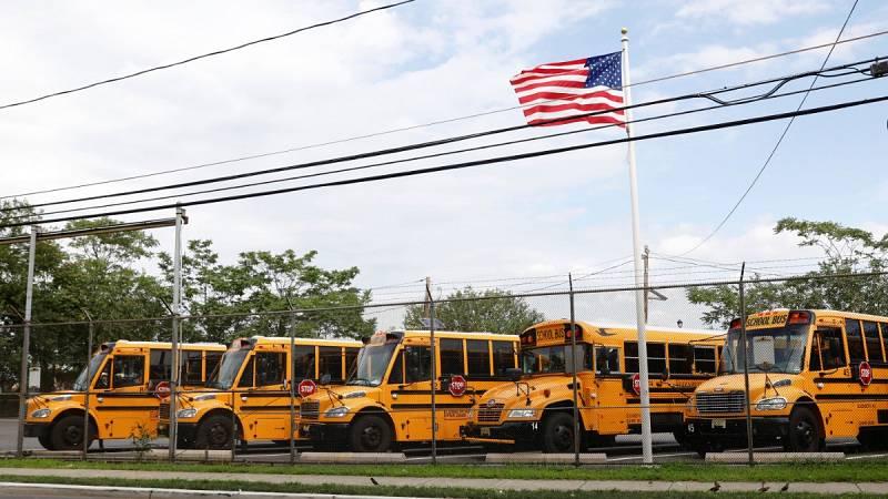 Los estudiantes estadounidenses vuelven a las clases pese al aumento de contagios