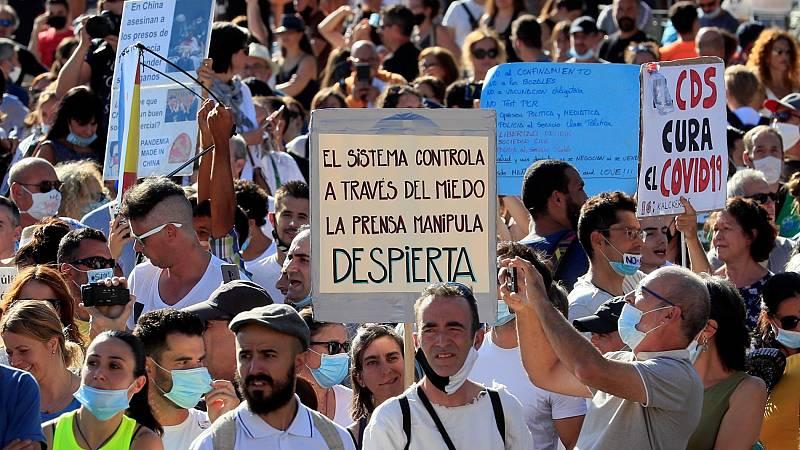 Manifestación en la madrileña plaza de Colón para protestar contra la obligación de llevar mascarilla en los lugares públicos