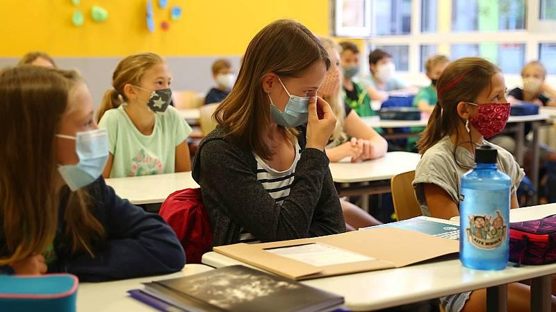 Mascarillas, más profesores y clases online: así será la vuelta al colegio en otros países de Europa