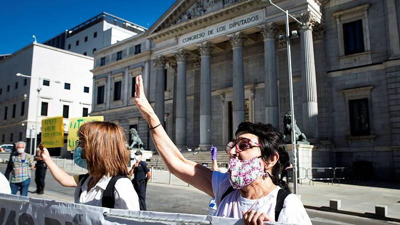 """Protestas por la dignidad en las residencias: """"No se han muerto de COVID-19, pero se van a morir de pena"""""""