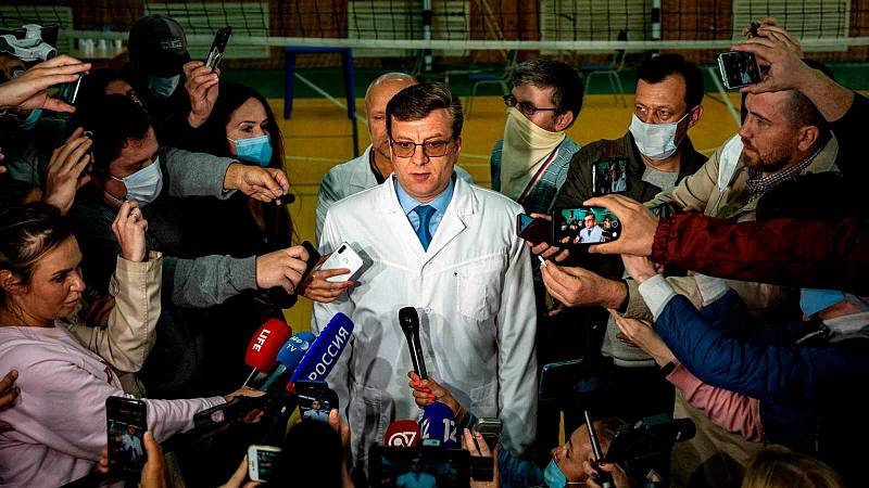 Los médicos rusos dicen que no han encontrado veneno en el organismo de Navalny, mientras su familia pide que lo trasladen a Alemania
