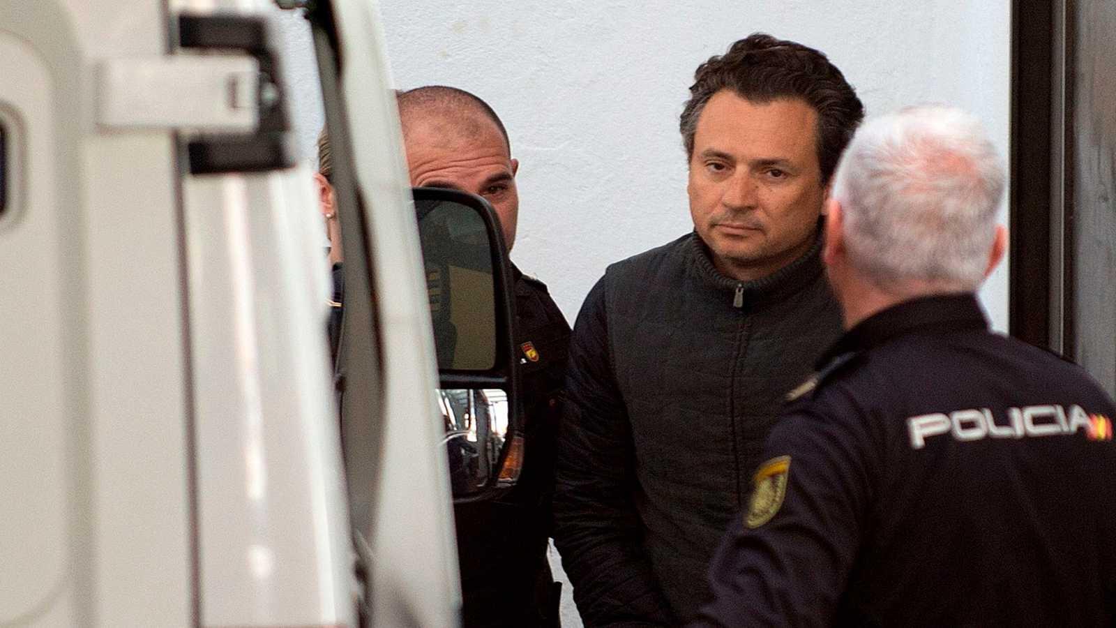 El ex director general de Pemex acusa de aceptar sobornos millonarios a tres de los cinco últimos presidentes de México
