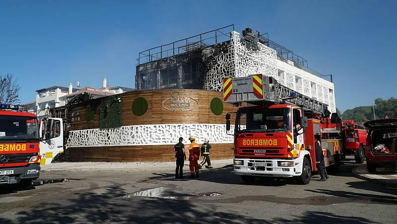 Extinguido el incendio en un hotel de Puerto Banús (Marbella)