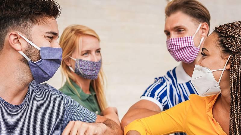 Los jóvenes conciencian sobre los peligros de relajar las normas sanitarias frente al coronavirus