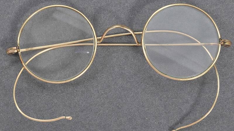 Subastan unas gafas de Mahatma Gandhi por 288.000 euros