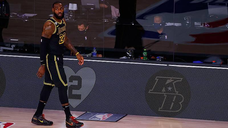 Los Lakers vencieron a los Blazers con homenaje a Kob Bryant