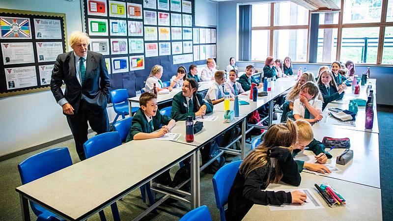 Johnson asegura que las escuelas son seguras en Reino Unido