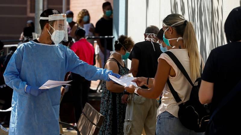 Sanidad suma 9.779 contagios y las comunidades endurecen las restricciones