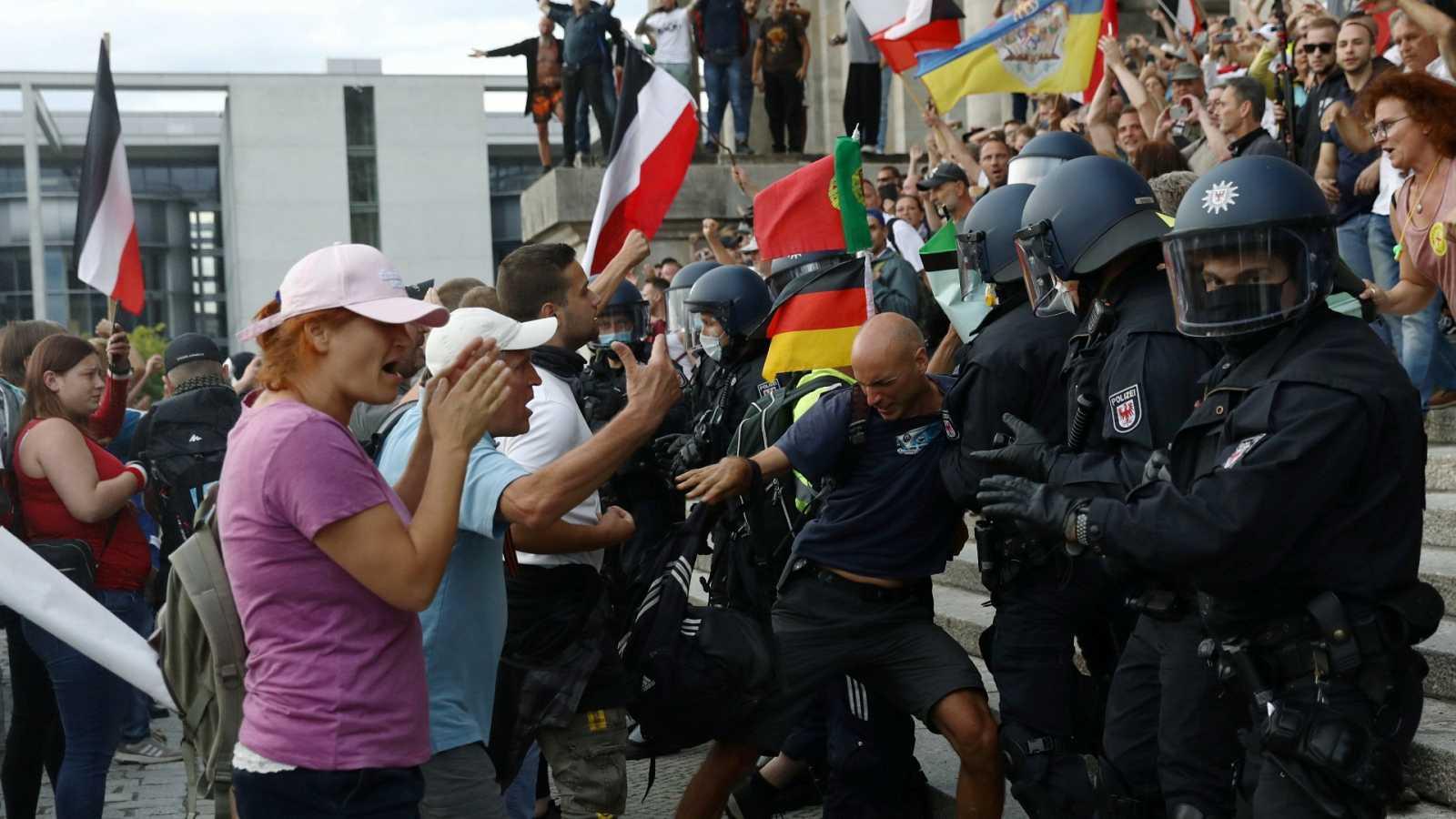 El Gobierno de Merkel condena el intento de asalto del Reichstag tras la manifestación negacionista