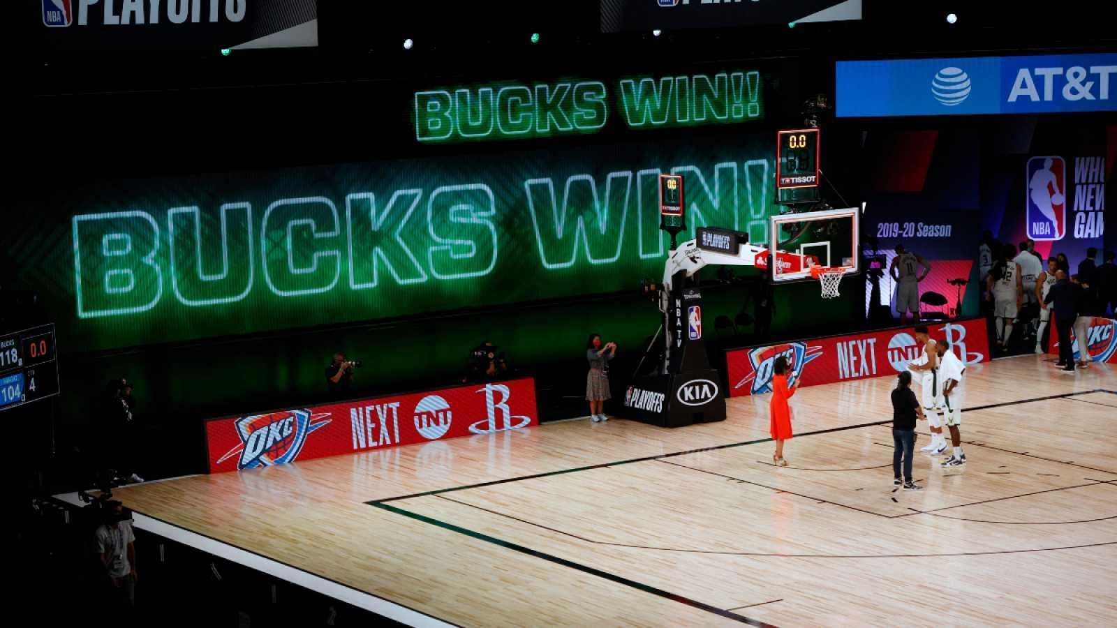 Bucks y Lakers eliminan a Magic y Trail Blazers