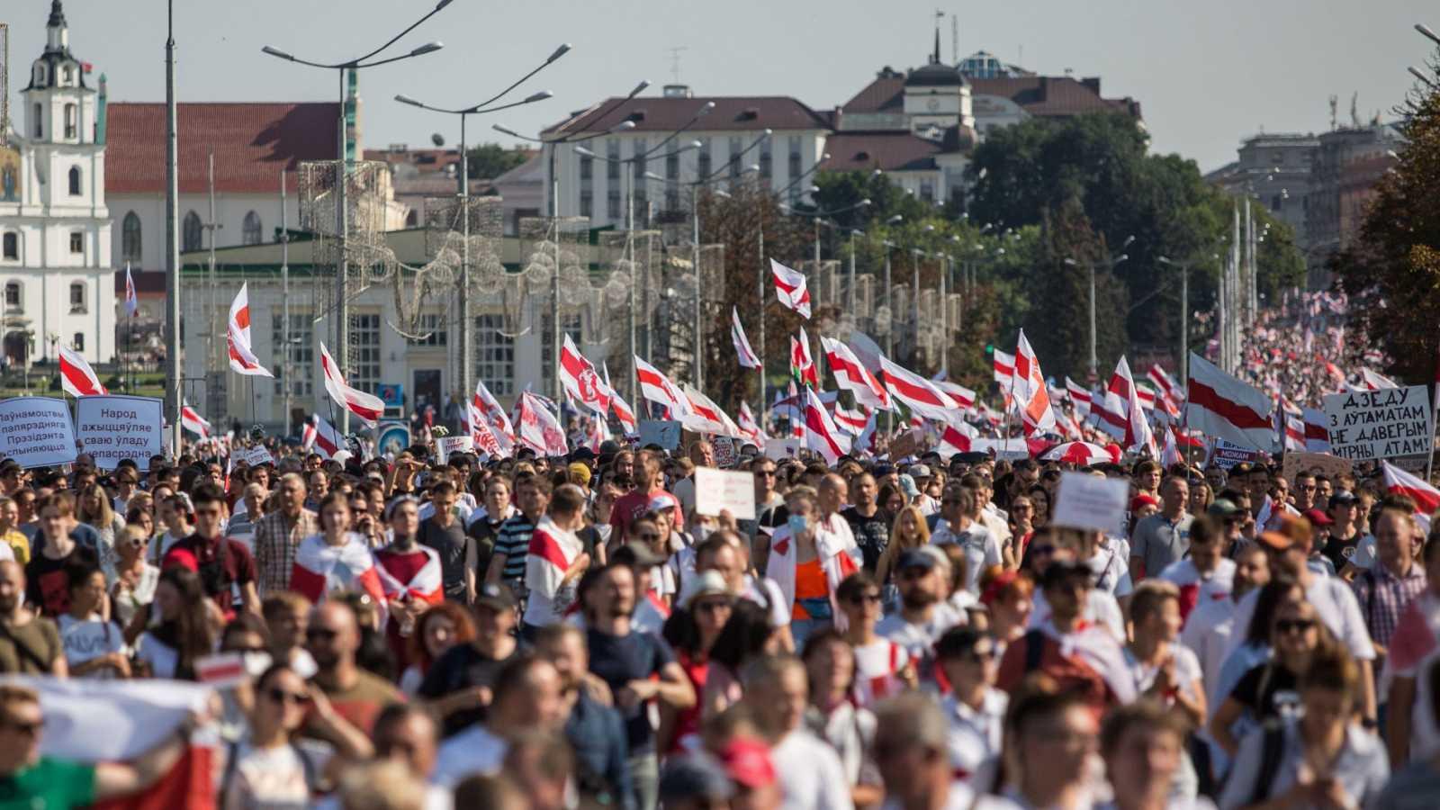 Nueva protesta masiva en Minsk para pedir la marcha de Lukashenko
