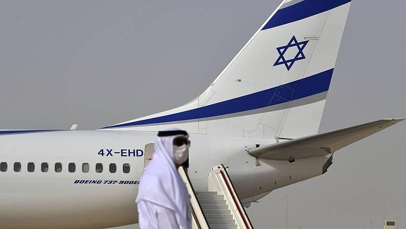 Israel y Emiratos buscan acuerdos económicos, tras el primer vuelo comercial entre sus territorios