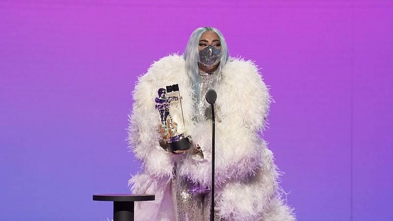 Lady Gaga triunfa en los premios MTV con cinco galardones