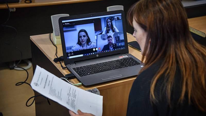 Gobierno y agentes sociales negocian la ley del teletrabajo con los trabajadores públicos como principal escollo