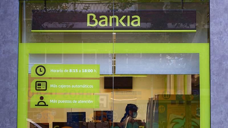 """Bankia y CaixaBank son """"complementarias"""" y la fusión no reducirá mucho empleo"""