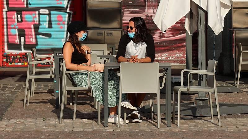 """Madrid restringe reuniones y reduce aforos """"preocupado"""" por la evolución del coronavirus"""