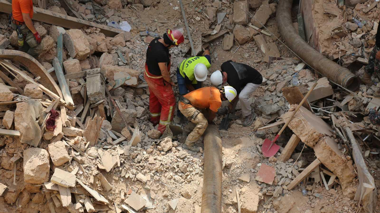 Continúan las labores de búsqueda en Beirut un mes después de la explosión