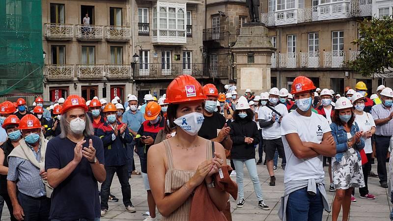 Los trabajadores de Alcoa se concentran para defender la venta de la planta de San Cibrao