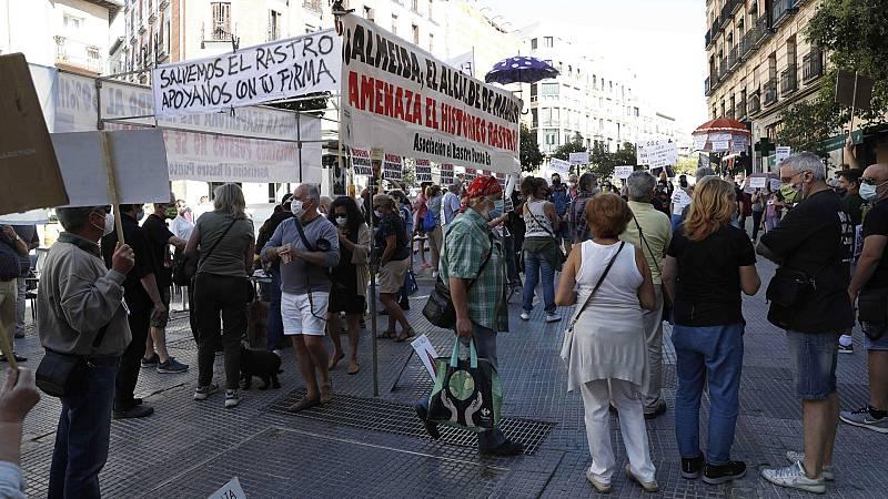 Los comerciantes del Rastro madrileño protestan se manifiestan por décimo domingo consecutivo