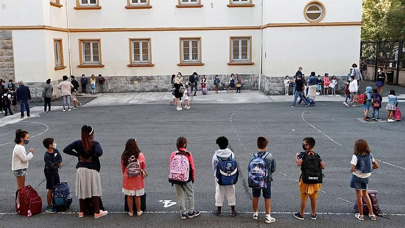 Cinco comunidades arrancan un curso escolar marcado por las medidas anti COVID-19
