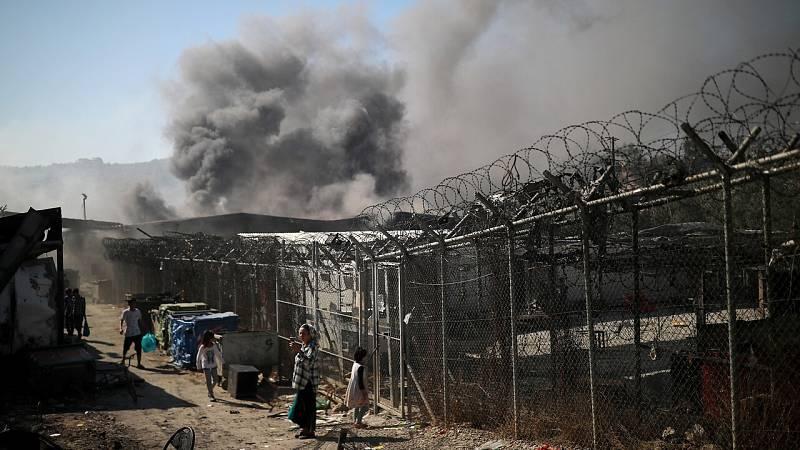 Un incendio arrasa el campo de refugiados de Lesbos y deja a unas 4.000 personas sin hogar