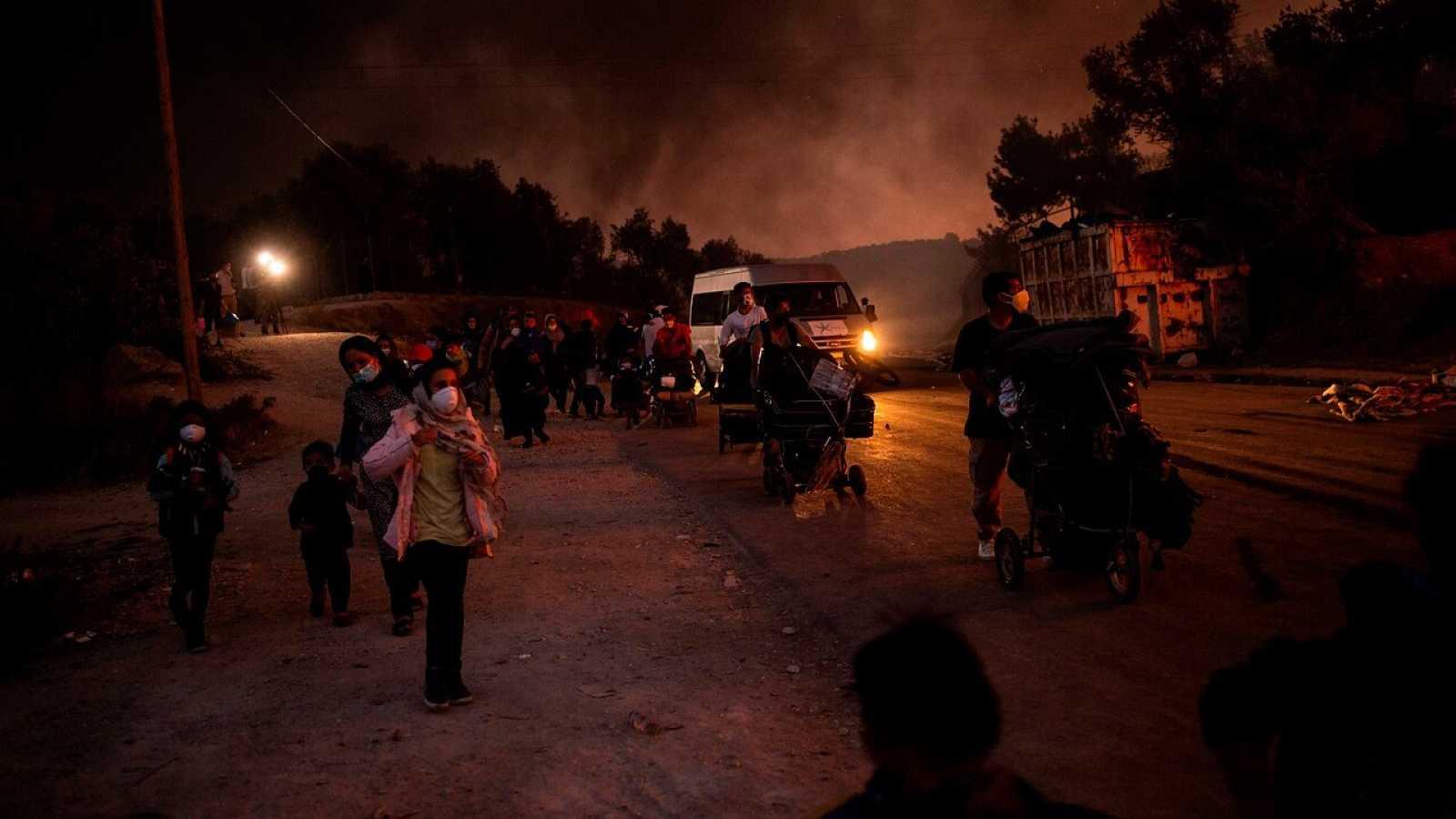 Un nuevo incendio vuelve a azotar el campo de refugiados de lesbos