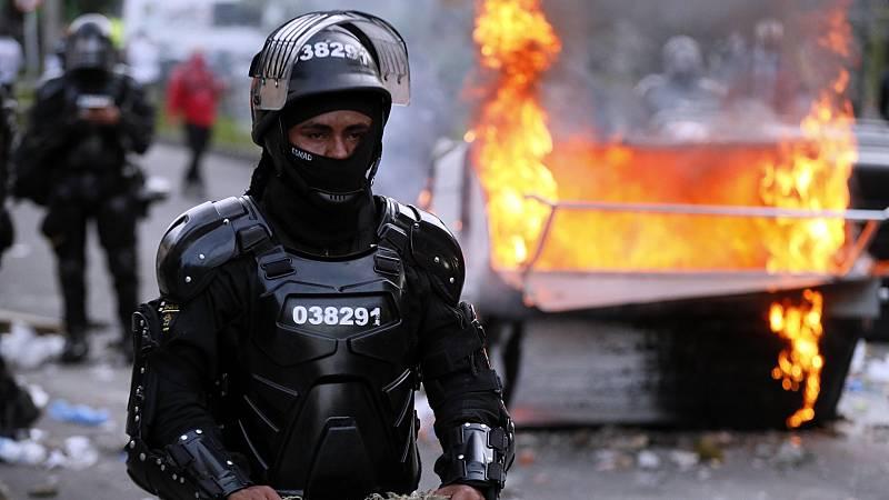 La muerte de hombre por supuesta brutalidad policial desata violentas protestas en Bogotá