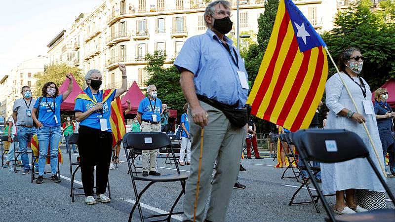 Miles de personas concentradas por toda Cataluña celebran una Diada marcada por la COVID-19