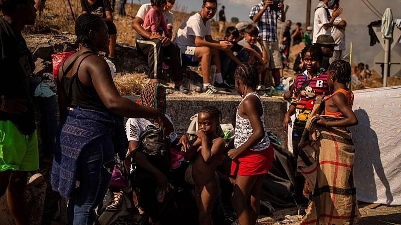 Miles de refugiados del campamento de Moria, en la isla griega de Lesbos, pendientes de ser realojados