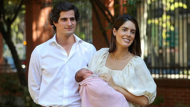 Corazón - Fernando Fitz James presenta a su hija Rosario, futura duquesa de Alba