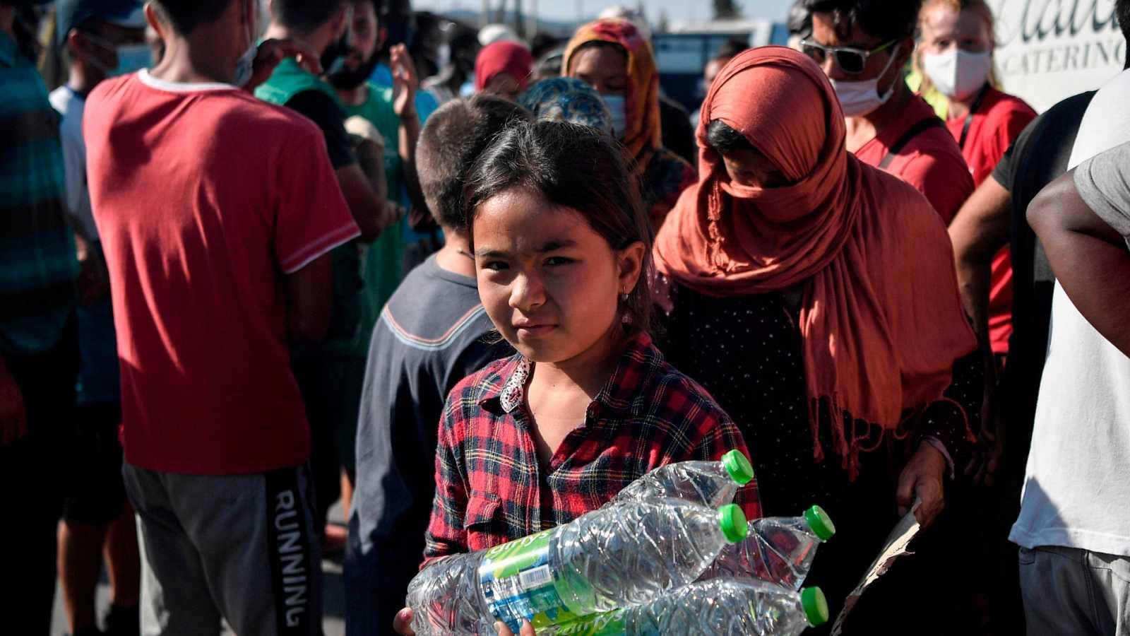 La ONU levanta un campamento temporal para los miles de refugiados que duermen a la intemperie en Lesbos