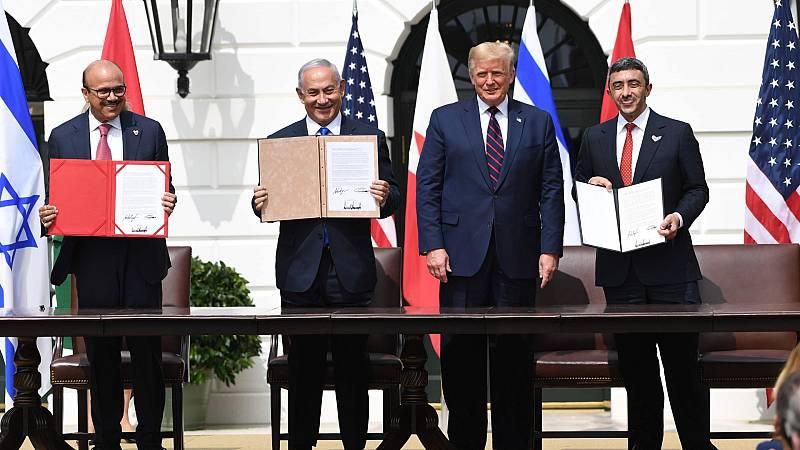 Israel, Emiratos Árabes Unidos y Baréin firman los Acuerdos de Abraham en la Casa Blanca, junto al presidente de EE.UU., Donald Trump.