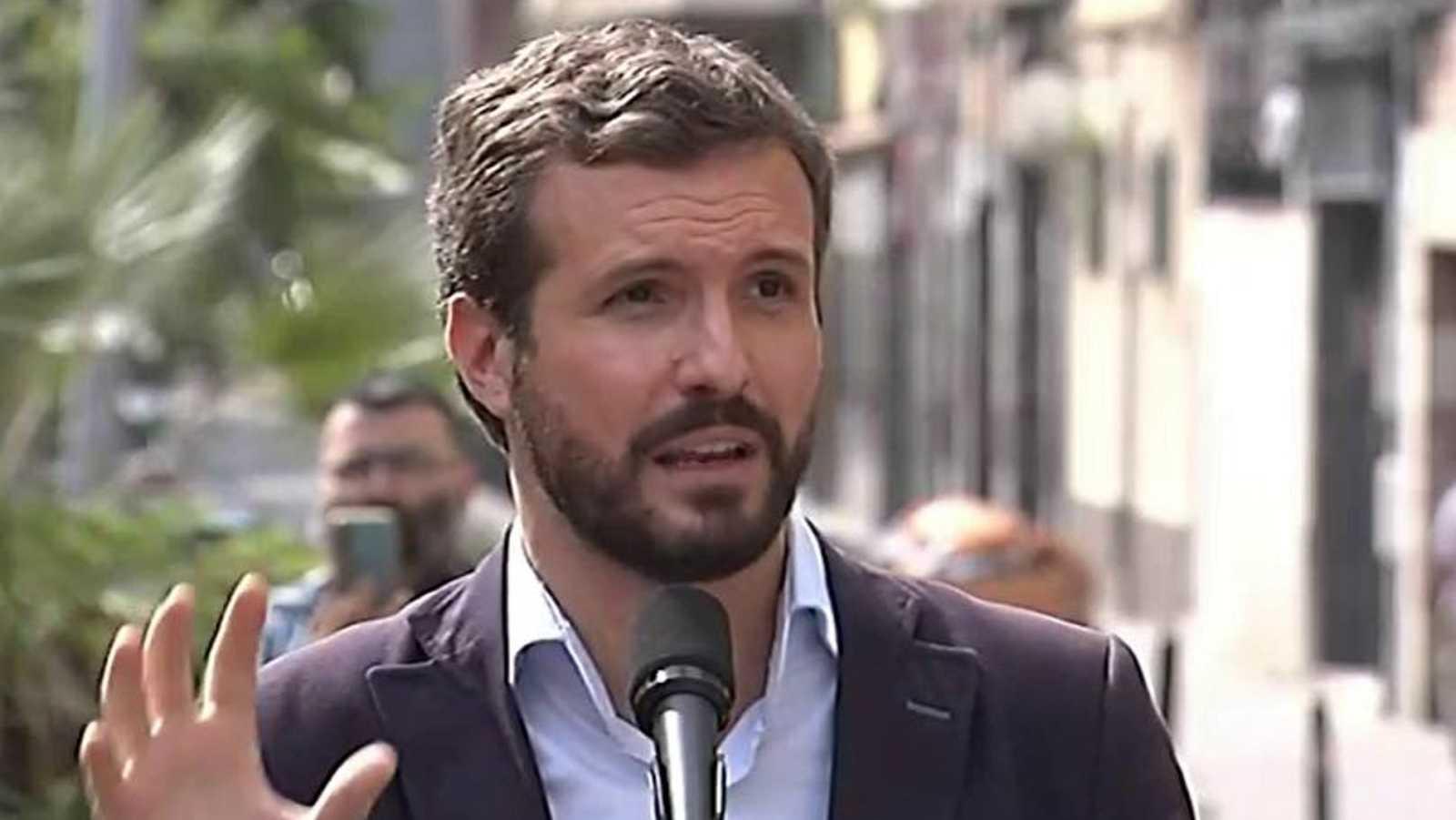 """Casado, a Iglesias: """"Si justifica la ocupación, que deje vivir en el jardín de su casa a unos okupas"""""""