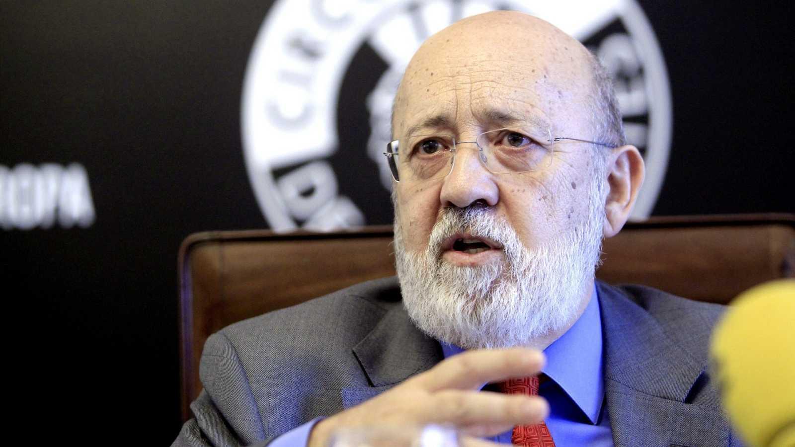 """Tezanos rechaza """"abrir un debate sobre la Monarquía"""" en el CIS porque """"no interesa"""" a los españoles"""