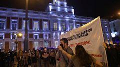 Protesta en la Puerta del Sol contra las nuevas restricciones anunciadas por Ayuso para combatir la COVID-19