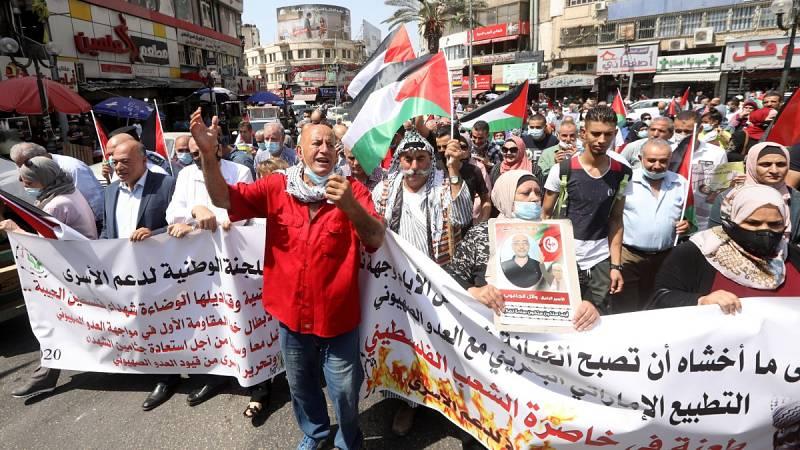 """Los palestinos califican de """"insulto"""" el pacto de Emiratos Árabes y Baréin con Israel"""