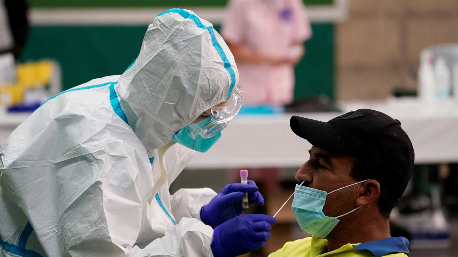 """Científicos piden al Gobierno una evaluación """"urgente"""" de la gestión del coronavirus: """"Hay pandemia para rato"""""""