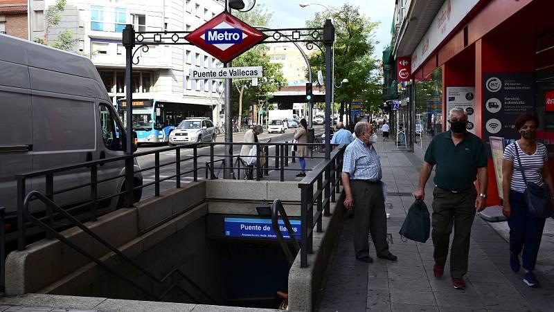 Sanidad pide a los madrileños restringir su movilidad y la Comunidad estudia más restricciones